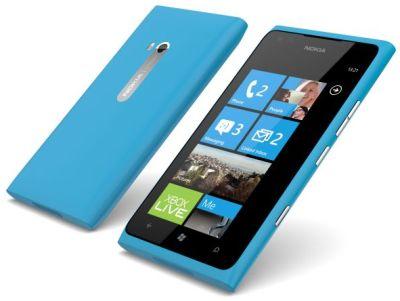 Foto Nokia Lumia 900 colore ciano